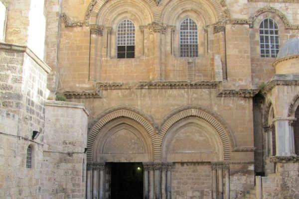 church-holy-sepulcher-front-261D12C26-E8A8-BF1E-9E23-F1CEC9402F80.jpg